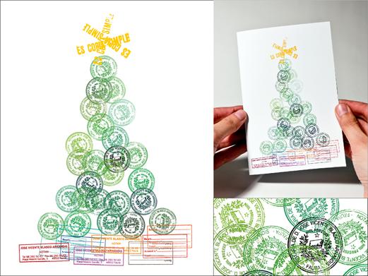 los sellos de caucho que utilizan a diario en su trabajo se amontonan para crear un rbol repleto de regalos